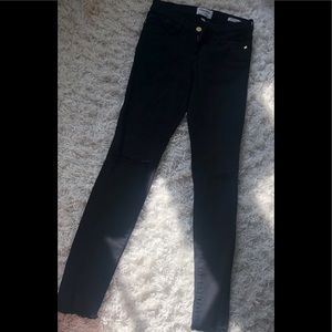 Frame skinny distressed Jeans. Size 25
